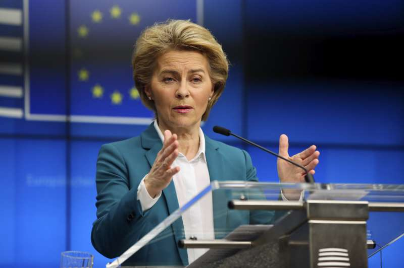 歐盟執委會主席馮德萊恩16日宣布,歐盟將禁止「非必要旅行」至少30天。(AP)