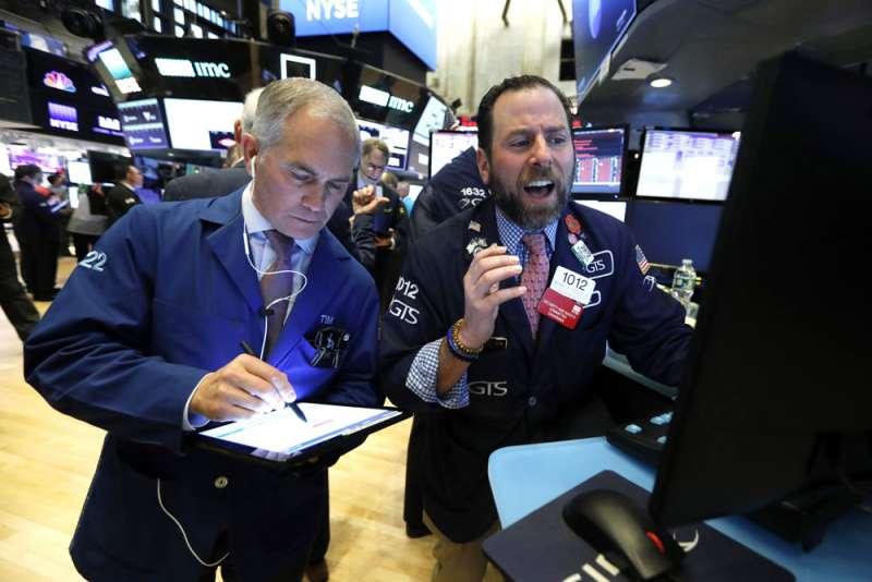 不少分析師認為,此次疫情大流行,造成的經濟損失會比金融海嘯還嚴重,其中衝擊最大的會是全球的信用評等較低的「垃圾債券」。(美聯社)