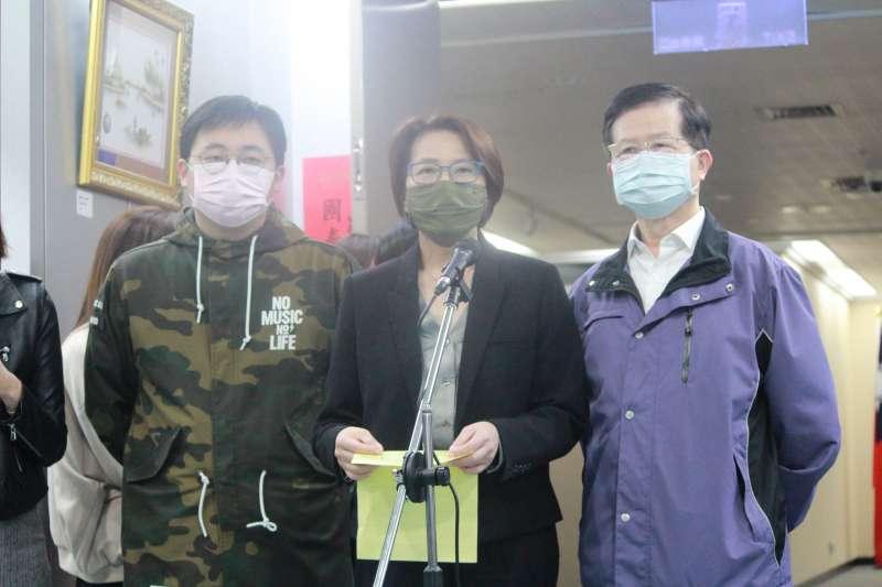 20200319-台北市副市長黃珊珊(中)表示,防疫旅館無法應付檢疫需求,居家檢疫民眾若找不到防疫旅館,家裡又不方便居家檢疫的話,可採家人出去住旅館的策略。(方炳超攝)