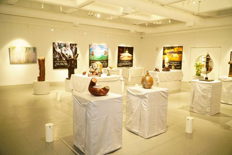 竹縣文化局25年局慶竹縣藝術家聯展,共展出130件中西式名家作品。(圖/新竹縣政府提供)