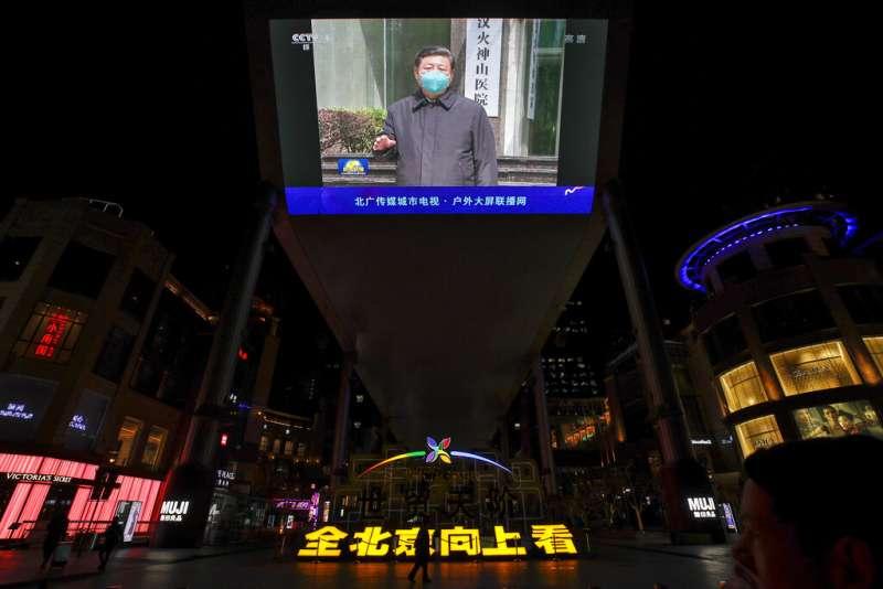 中國國家主席習近平到訪武漢火神山醫院。(美聯社)