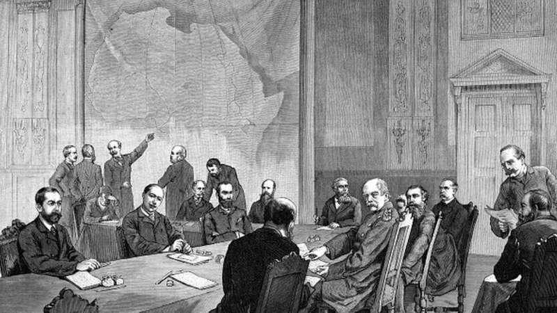 c09歐洲14國在柏林開會協商如何瓜分非洲,之後不久非洲就開始流行牛瘟、饑荒。(圖/BBC News)