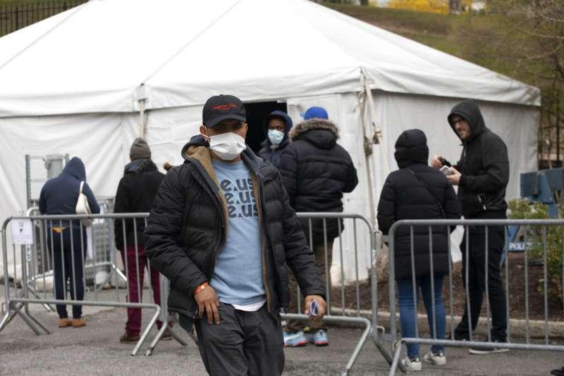 紐約布魯克林醫療中心設立的新冠病毒篩檢區。(美聯社)