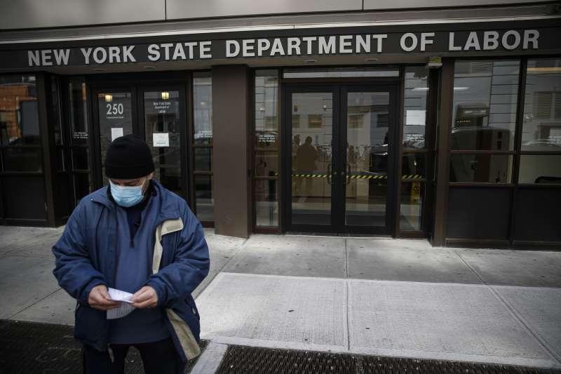 高盛集團預估,美國經濟受武漢肺炎疫情衝擊嚴重,第二季GDP可能將下滑24%,恐創下史上最大跌幅。(AP)