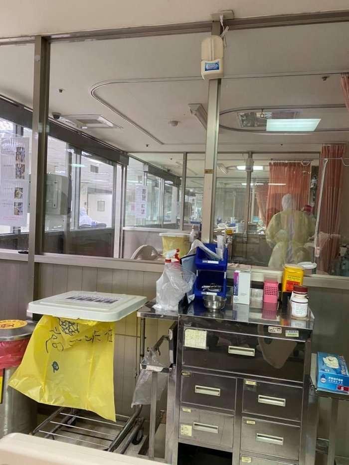 網友字義大利返台,住進負壓隔離病房,大讚台灣醫療。(圖/dcard提供)