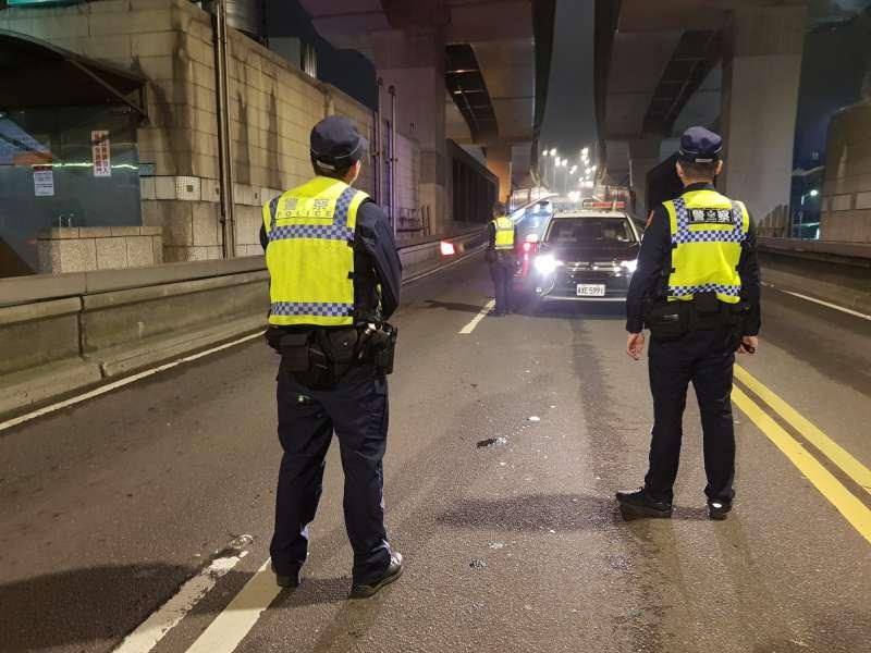 20200325-北市警運用M-Police手掌機抓人。(資料照,台北市警察局提供)