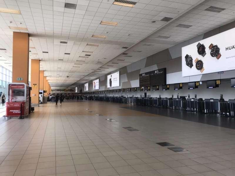 在秘魯首都利馬,國際機場大廳空空蕩蕩(圖片來源:雄獅領隊王智弘提供)