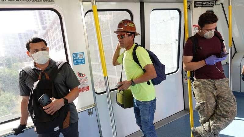 邁阿密交通工具上人們開始戴上口罩。