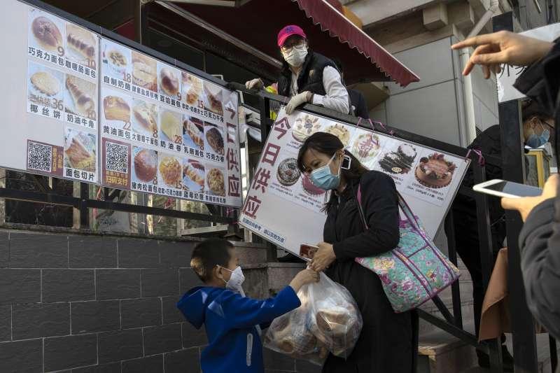隨著中國本土疫情趨緩,北京市民的生活也逐漸回歸常軌(AP)