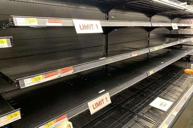 疫情延燒,加州民眾掀起搶購囤貨潮。(作者提供)