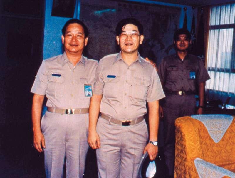 當年負責拉法葉艦採購案的尹清楓(右)上校離奇死亡,至今未破案。(新新聞資料照)