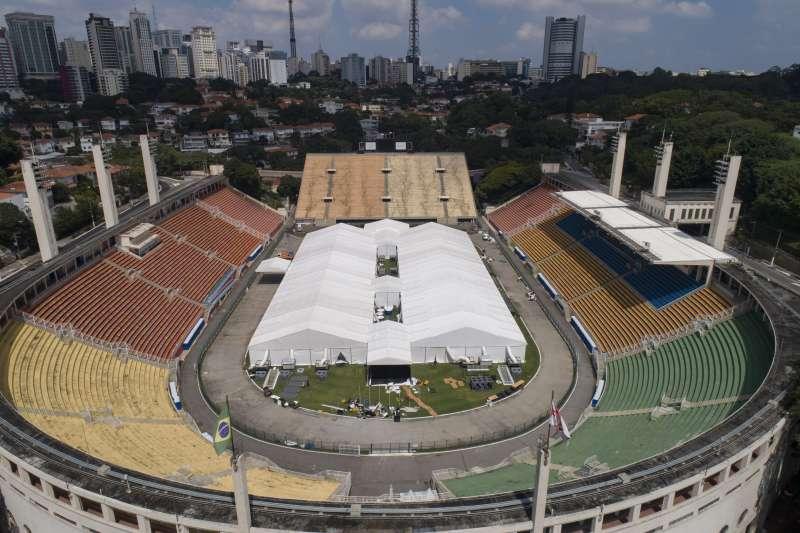 聖保羅一座體育場改建成野戰醫院。(美聯社)