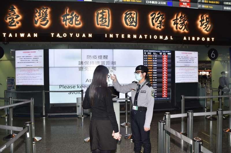20200331-桃園機場實施替旅客量測體溫措施。(桃機公司提供)