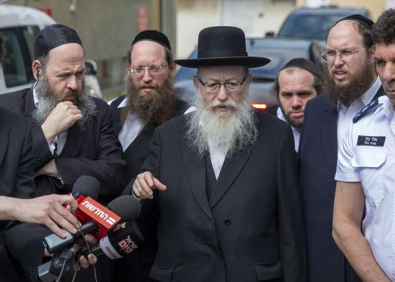 以色列衛生部長於3月2日曾親自前往特拉維夫隔離帳棚。 (美聯社)