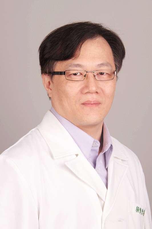 賴賢勇謙虛的說,防疫箱並非高科技產品,也希望未來不要被用到,他現為門諾醫院麻醉科主治醫師(圖片來源:賴賢勇臉書)