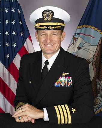 2020年4月2日,美國海軍航空母艦「羅斯福號」艦長克勞齊(Brett Crozier)因新冠肺炎疫情遭解職(US Navy)