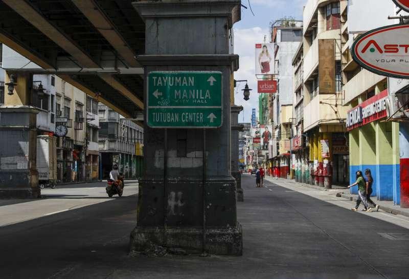 原本人潮洶湧的馬尼拉街道因實施強化社區隔離而冷冷清清。(AP)