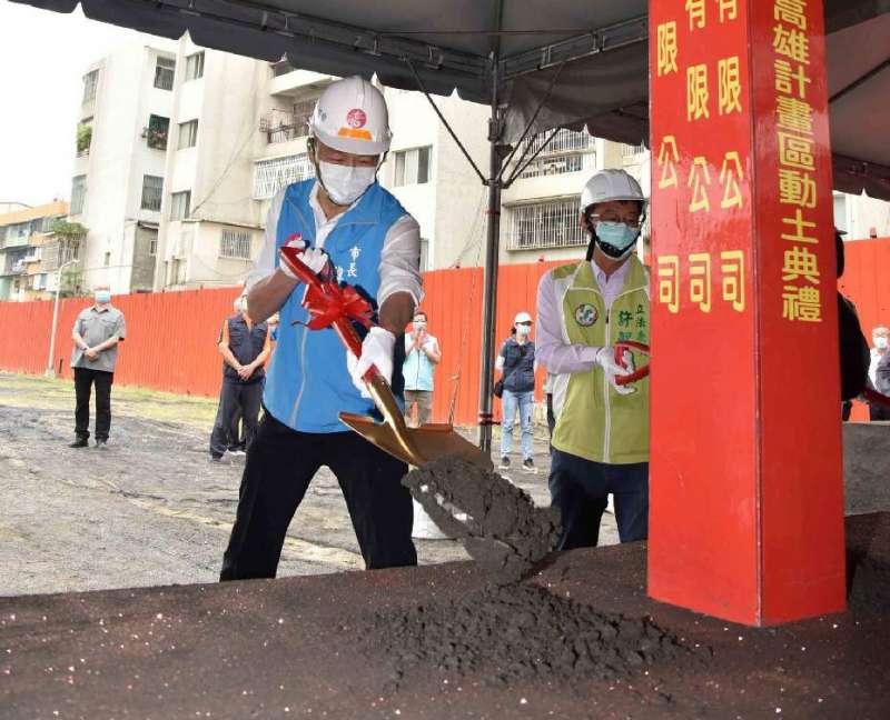 高雄市鐵路地下化園道開闢工程,市長韓國瑜參與動土典禮開工。(圖/徐炳文攝)
