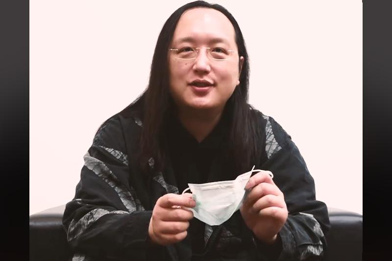 「乾蒸口罩法」引起熱議。(圖/截自唐鳳臉書)