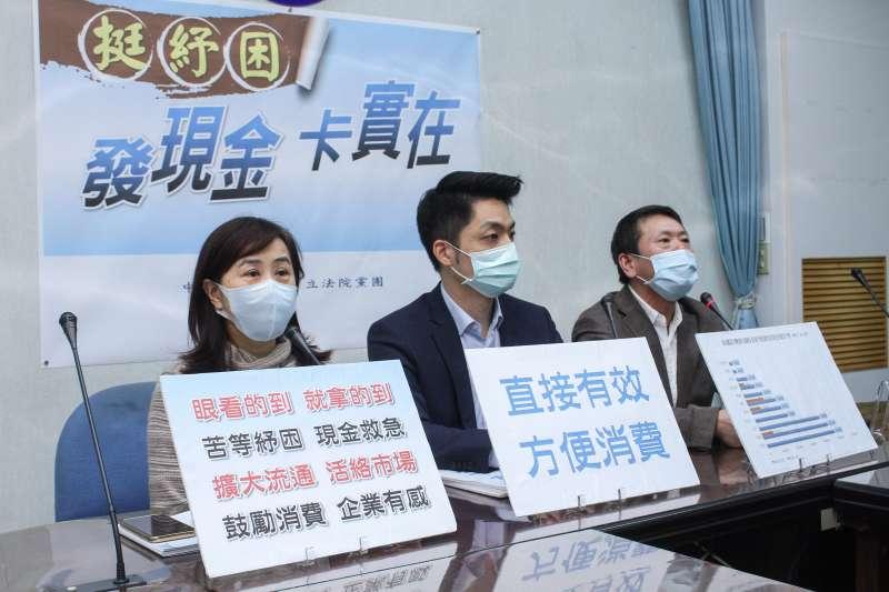20200406-國民黨團召開「挺紓困、發現金、卡實在。」記者會,左起立委林奕華、蔣萬安、林為洲。 (蔡親傑攝)