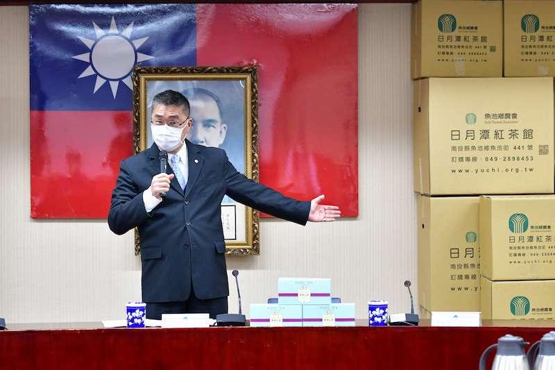 內政部長徐國勇表示,警察、消防、移民及空勤等同仁,都是防疫第一線的人員。(圖/內政部提供)