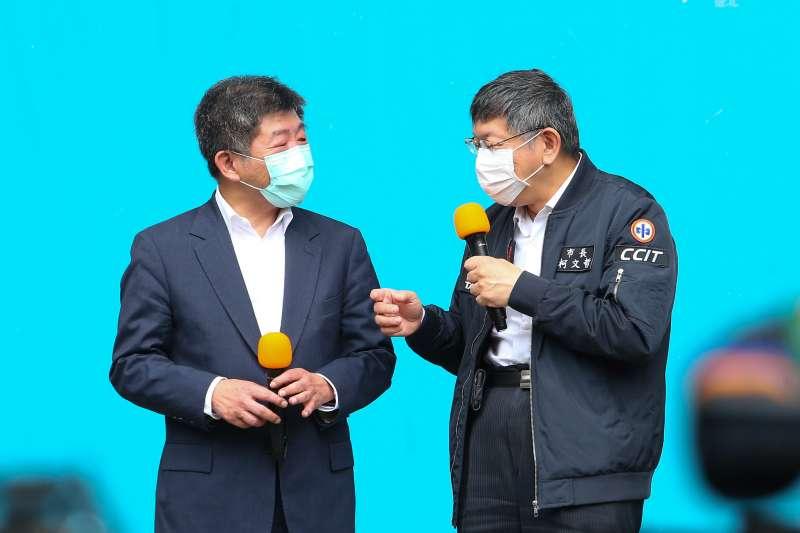 20200411-台北市長柯文哲、衛福部長陳時中11日出席「實名制口罩自動販賣系統」試辦上線記者會。(顏麟宇攝)