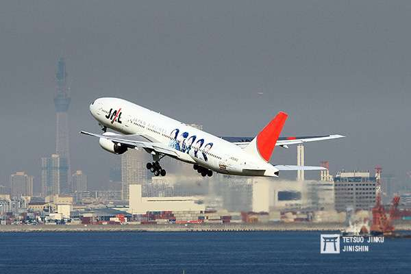 日本航空的ARASHI彩繪機已經翱翔在日本天空十年。(攝影:陳威臣)