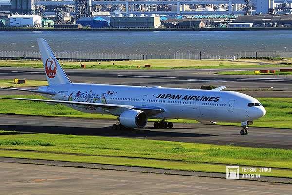 2015年6月推出的第四代「JAL嵐JET」,一改過去都使用波音777-200機型,改用更大型的波音777-300。(攝影:陳威臣)
