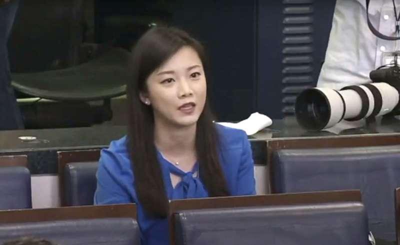 香港鳳凰衛視記者王又又三度撇清為中國政府工作,稱鳳凰衛視是香港「私有企業」。(翻攝自YouTube)