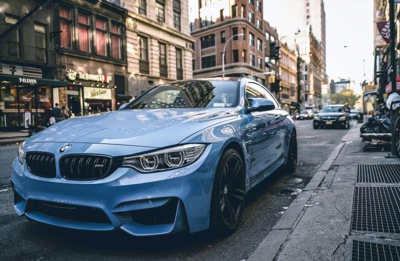圖一 柏克萊大學的心理學教授Dacher Keltner研究發現,擁有愈高級名車的車主,愈有可能不會禮讓行人。(圖/Unsplash)