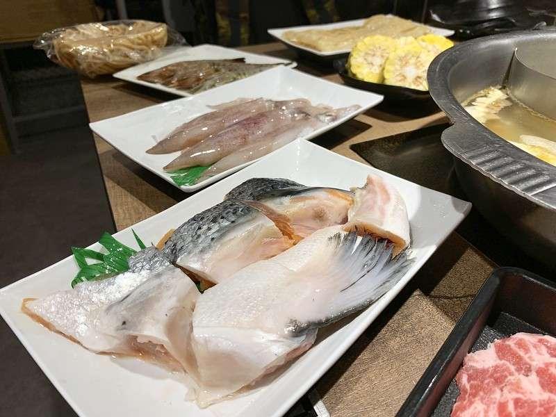 水產火鍋超市能挑選喜愛的食材,海鮮類是一大焦點。(圖/取自flickr @bryan...)