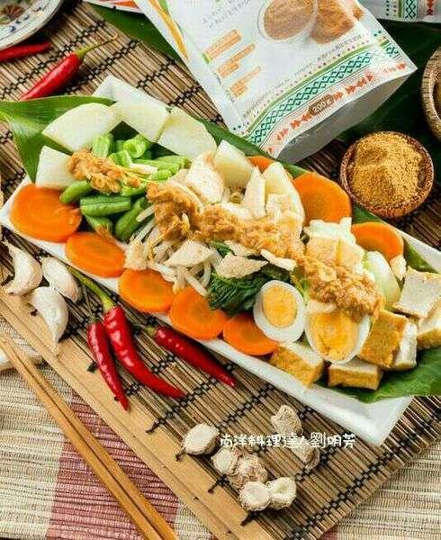 用椰糖調製蔬菜沙拉醬,微甜順口(圖/劉明芳 提供)