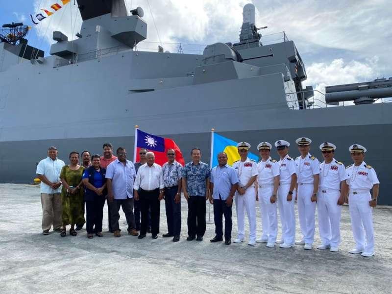 20200422-敦睦艦隊支隊長陳道輝少將在帛琉進行活動、拜會行程。(資料照,取自駐帛琉大使館臉書)