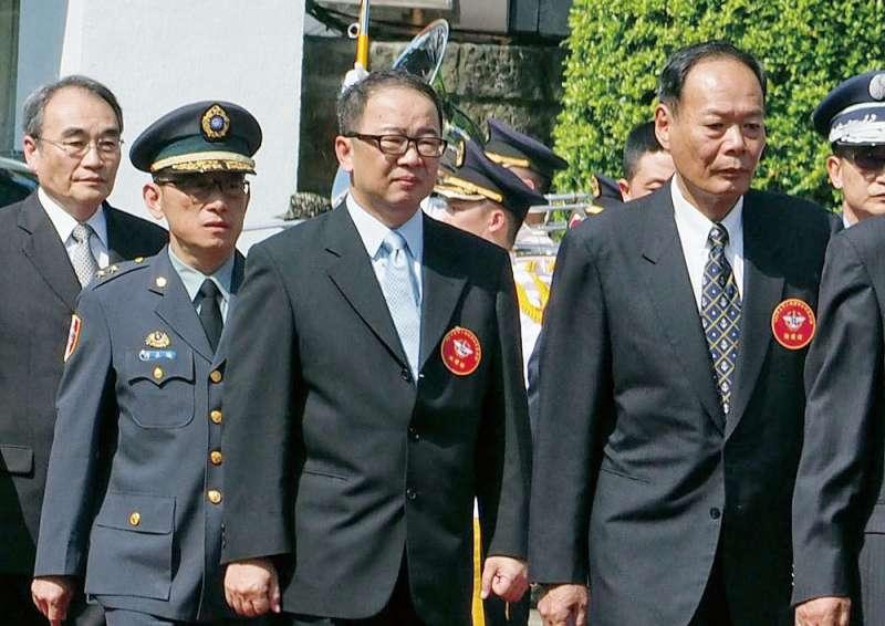 陳文政(右二)要求台灣國防產業發展協會會員不得與中國有業務往來。(林瑞慶攝)