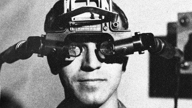 圖3 邁開虛擬實境技術第一步的頭戴式虛擬實境顯示器「達摩克利斯之劍」。(圖/取自researchgate官方網站)