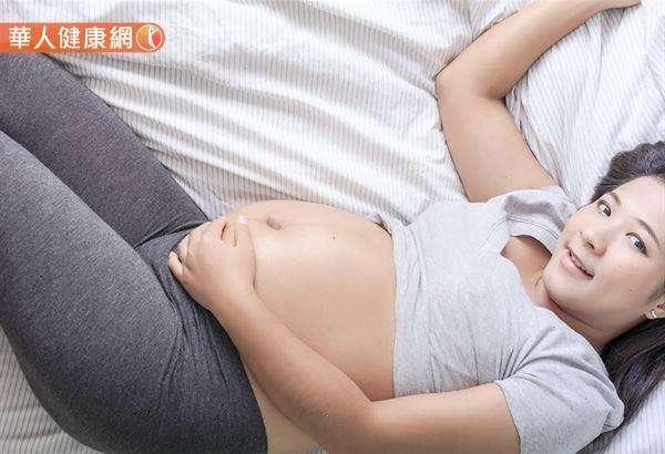 建議媽咪,體重增加一個月最好維持在0.5∼1公斤,最多不超過2公斤。(圖/華人健康網提供)