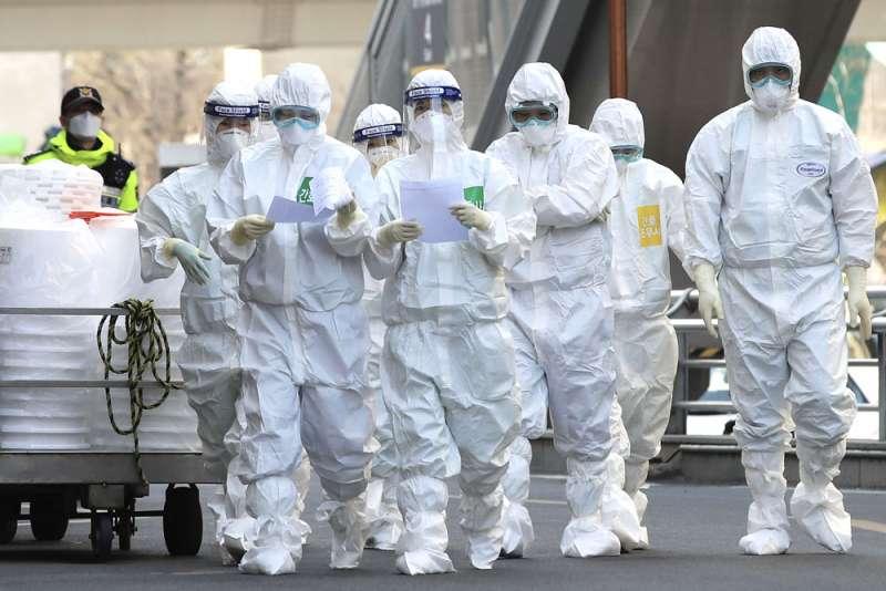 南韓每千名受檢者陽性率為27.9,台灣為5.0,顯示台灣抗疫涵蓋率優於韓國。(美聯社)
