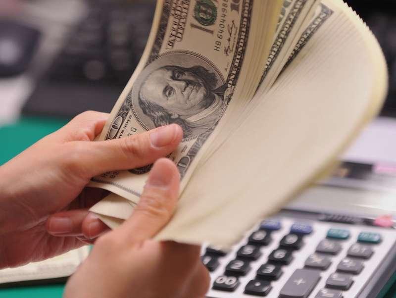 在全球央行維持寬鬆貨幣環境下,殖利率目前高達9%的新興市場美元債是這一波值得注意的投資商品。(林瑞慶攝)