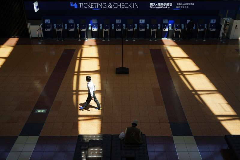 因為新冠肺炎疫情旅客大減的東京羽田機場。(美聯社)