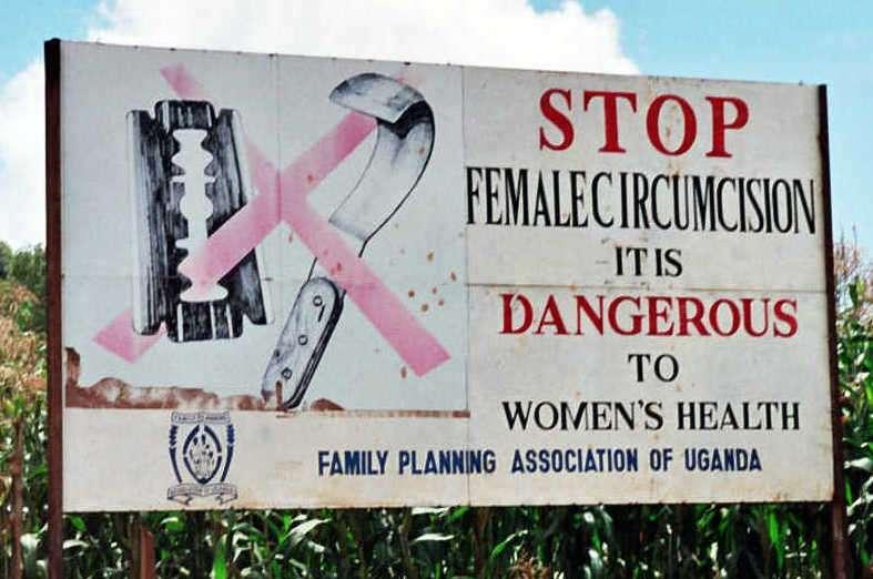 烏干達的反女陰殘割(FGM,女性割禮)廣告。(Amnon Shavit@wikipedia_CCBYSA3.0)