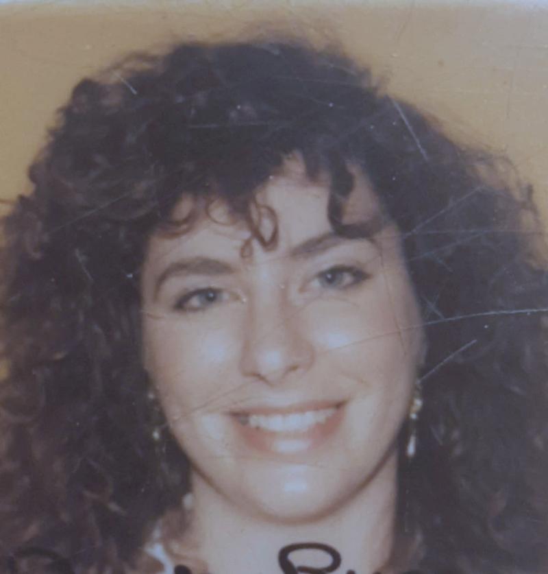 指控美國前副總統拜登性侵、性騷擾的前幕僚里德(Tara Reade),攝於1993年(Wikipedia / Public Domain)