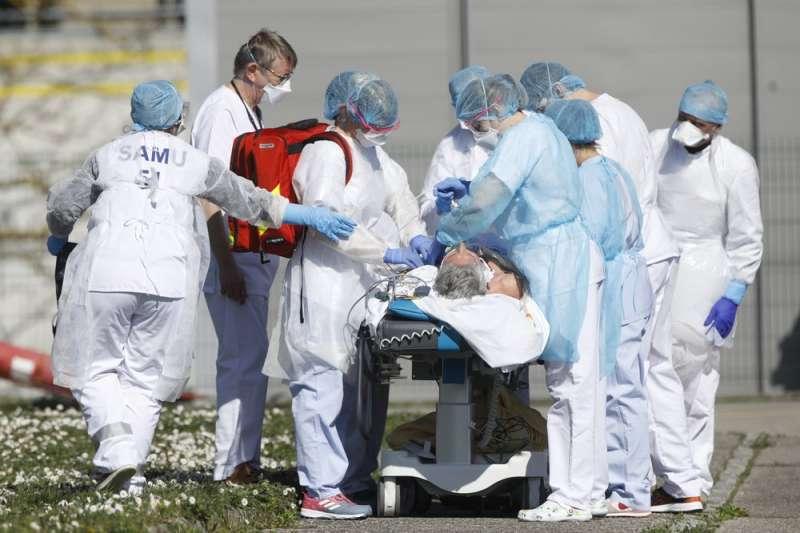 新冠肺炎2月開始在歐洲爆發,令其醫療人力、資源相當吃緊。(AP)