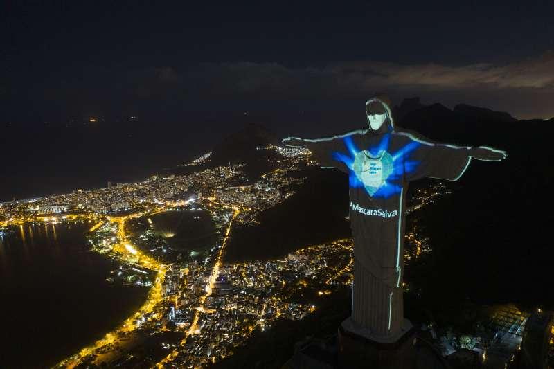 巴西里約熱內盧耶穌像。在新冠病毒疫苗出現前,人們必須適應疫情下的新日常(AP)
