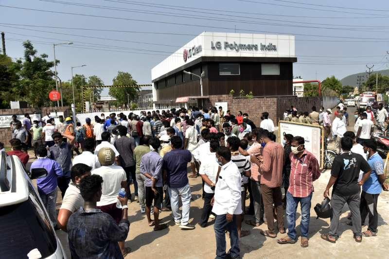 2020年5月7日,LG Polymers在印度安德拉省的一間化工廠發生化學氣體外洩事件,至少11人罹難、千人入院治療(AP)