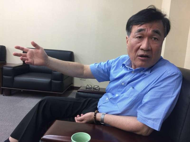 李四川副市長面對市政問題會提出解決方法,甚至比承辦人還瞭解。被譽為韓團隊的「最佳救火員」。(圖/徐炳文攝)