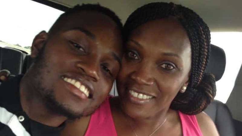2020年2月23日,美國喬治亞州黑人青年阿貝瑞(Ahmaud Arbery)無辜遭到一對白人父子槍殺,這是他生前與母親合照(取自網路)