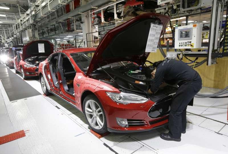 美國電動車大廠特斯拉(Tesla)位於加州夫利蒙(Fremont)的工廠(AP)