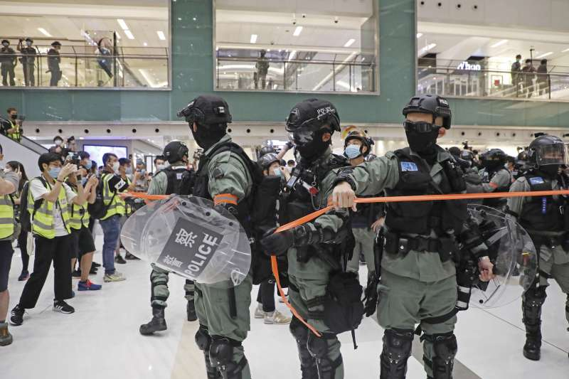 香港去年6月爆發反送中運動,雖受疫情影響,但抗爭行動至今不歇。(AP)