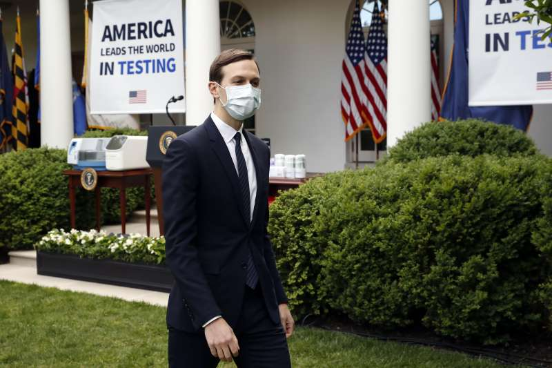 武漢肺炎:美國白宮新規要求戴口罩,總統川普女婿庫許納照做(AP)
