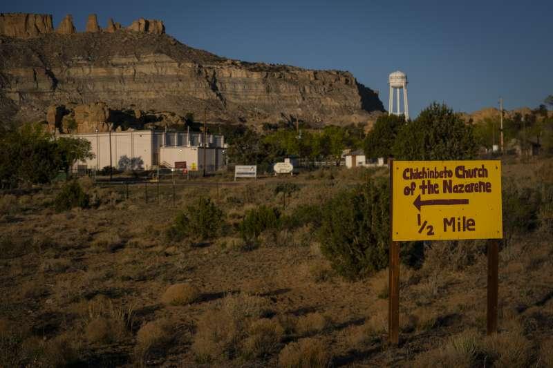 納瓦霍族保留地疫情由內奇爾欽比托(Chilchinbeto)教堂群聚感染爆發。(美聯社)